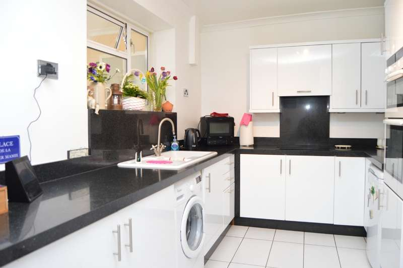 2 Bedrooms Terraced House for sale in Swindon Close, Harold Hill