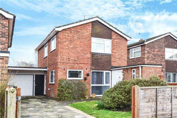 3 Bedrooms Link Detached House for sale in Heathwood Close, Yateley, Hampshire