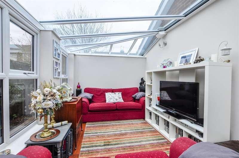 2 Bedrooms Semi Detached Bungalow for sale in Church Lane, Carlton, Goole, DN14 9PB
