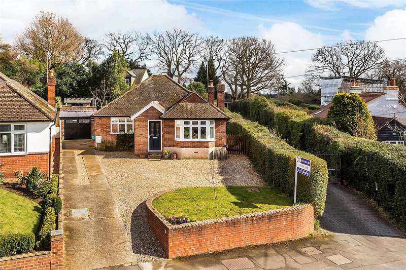 3 Bedrooms Detached Bungalow for sale in Rowtown, Rowtown, Surrey, KT15
