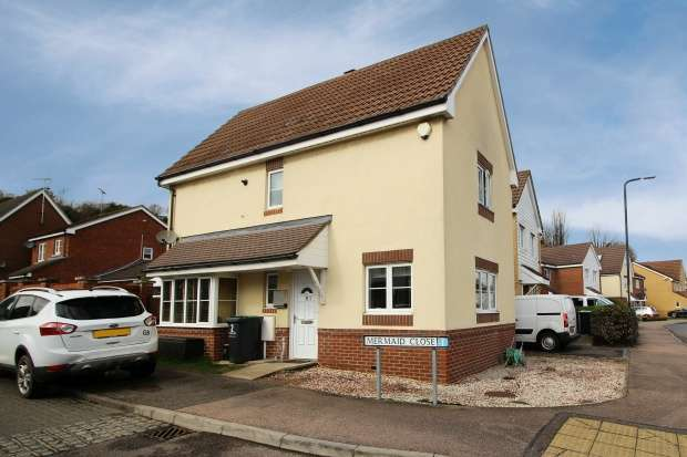 3 Bedrooms Detached House for sale in Mermaid Close, Gravesend, Kent, DA11 9ED