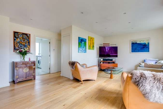 2 Bedrooms Flat for sale in Beaconsfield Close, Chiswick