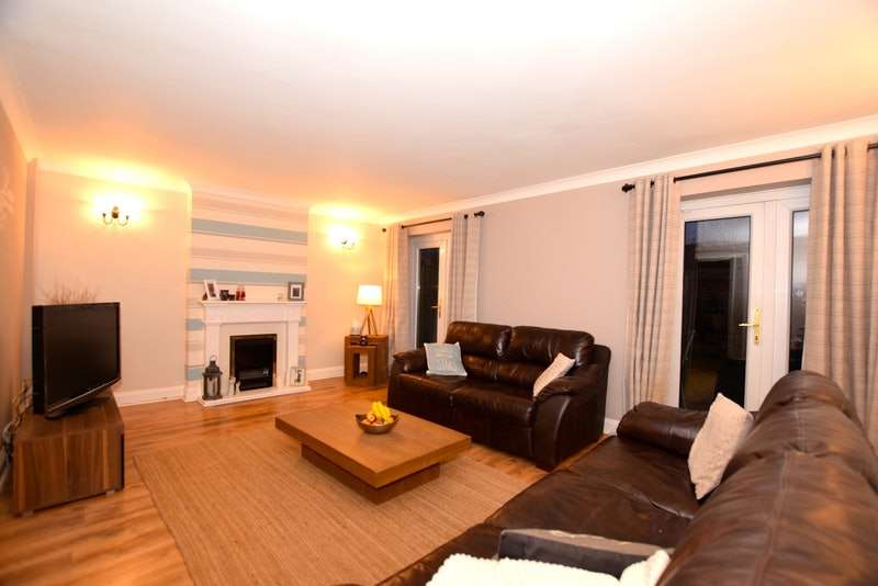 3 Bedrooms Terraced House for sale in Wimbish End, Basildon, Essex, SS13