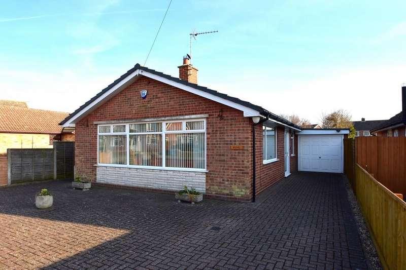 3 Bedrooms Detached Bungalow for sale in Henley Avenue, Ipswich, IP1 6RN