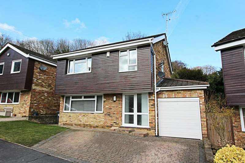4 Bedrooms Detached House for rent in Highwoods Drive, Marlow Bottom SL7 3PY