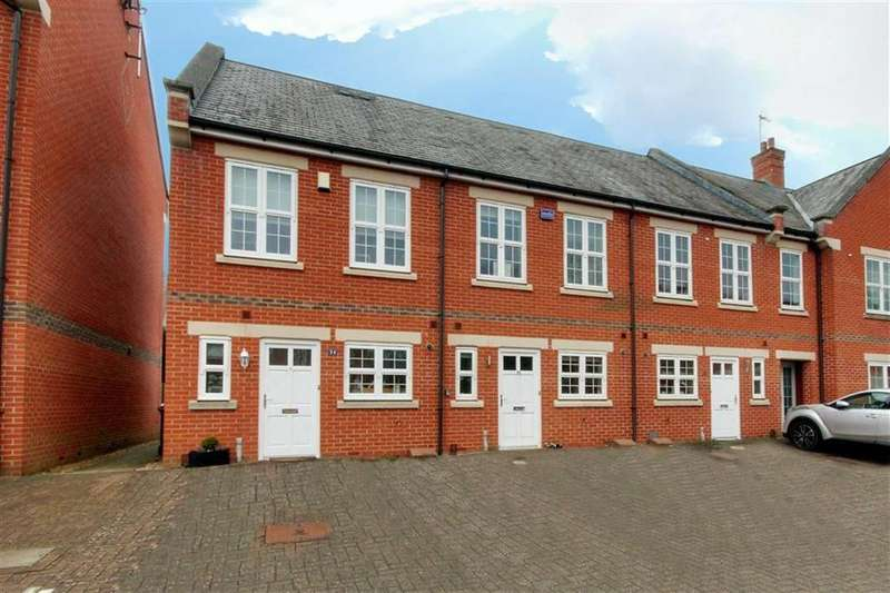 2 Bedrooms House for sale in Beningfield Drive, London Colney, Hertfordshire