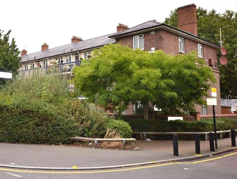 2 Bedrooms Flat for sale in Alexandra Gardens, London