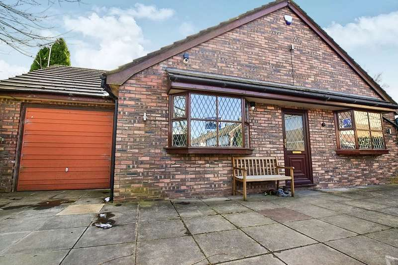 3 Bedrooms Bungalow for sale in Torbay Drive, Stockport, SK2