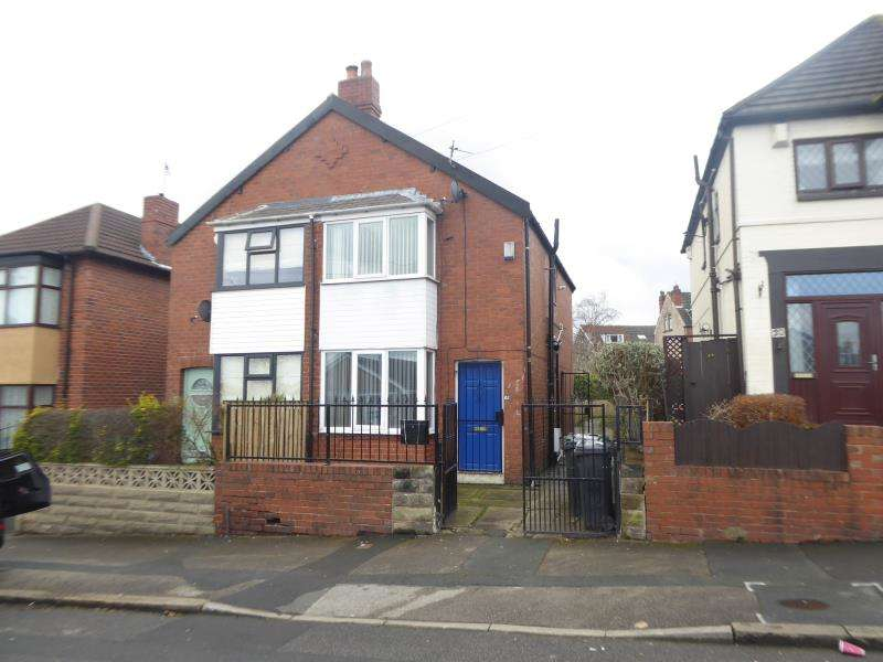 2 Bedrooms Semi Detached House for sale in Tyas Grove, East End Park, LS9