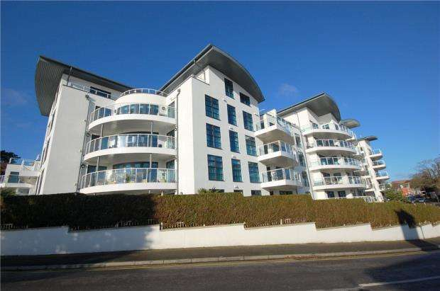 2 Bedrooms Flat for sale in Bournemouth, Dorset, BH5