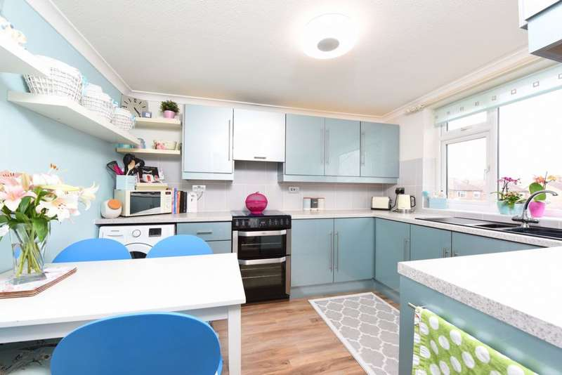 3 Bedrooms Maisonette Flat for sale in Lynchford Road, Farnborough, GU14