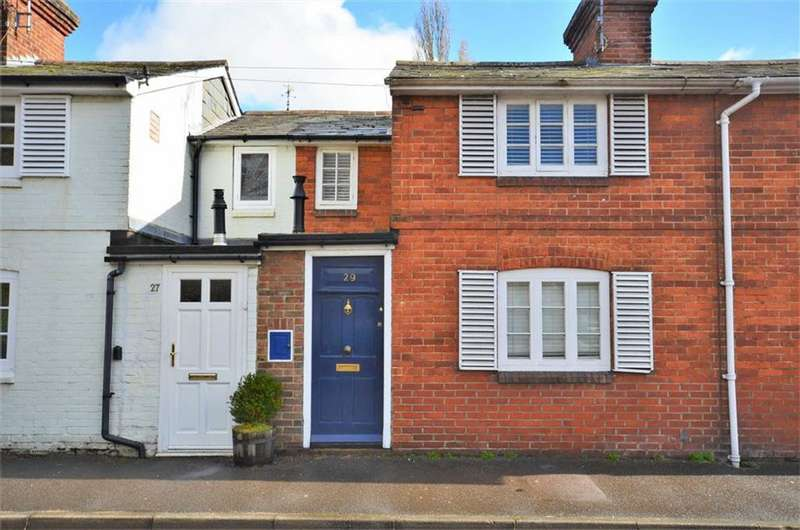 2 Bedrooms Terraced House for sale in Victoria Road, Farnham