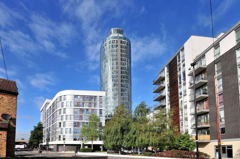 2 Bedrooms Flat for sale in Ealing Road, Brentford, TW8