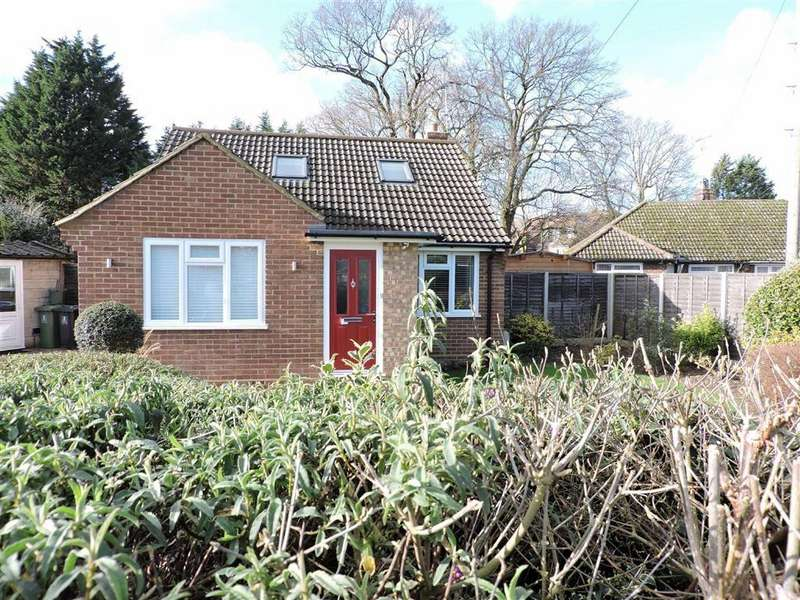 3 Bedrooms Detached Bungalow for sale in Foxlake Road, Byfleet, Surrey