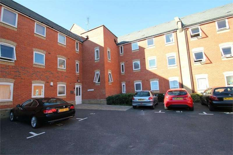 2 Bedrooms Flat for sale in Meachen Road, Colchester, CO2