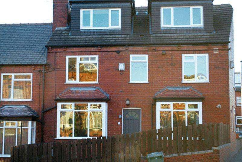 4 Bedrooms End Of Terrace House for rent in Woodside Place , Leeds
