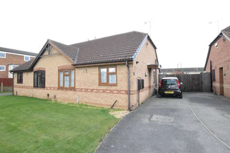 2 Bedrooms Semi Detached Bungalow for sale in Ashberry Drive, Scunthorpe, DN16 2RH