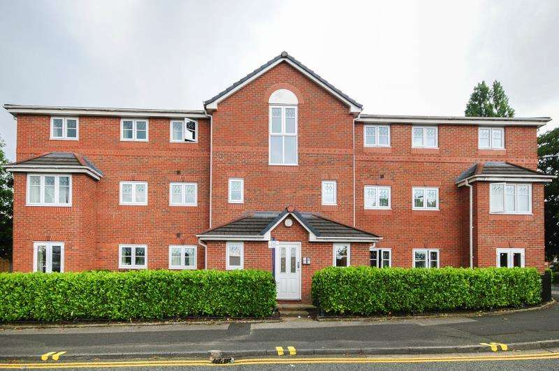 2 Bedrooms Apartment Flat for rent in 16 Walthew House Lane, Kitt Green, Wigan , WN5 0JX