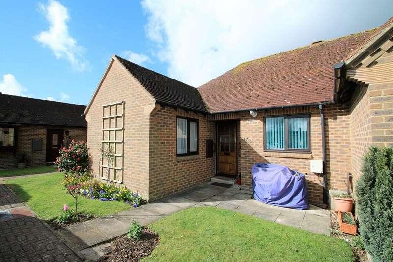 2 Bedrooms Semi Detached Bungalow for sale in Eastwell Meadows, Tenterden