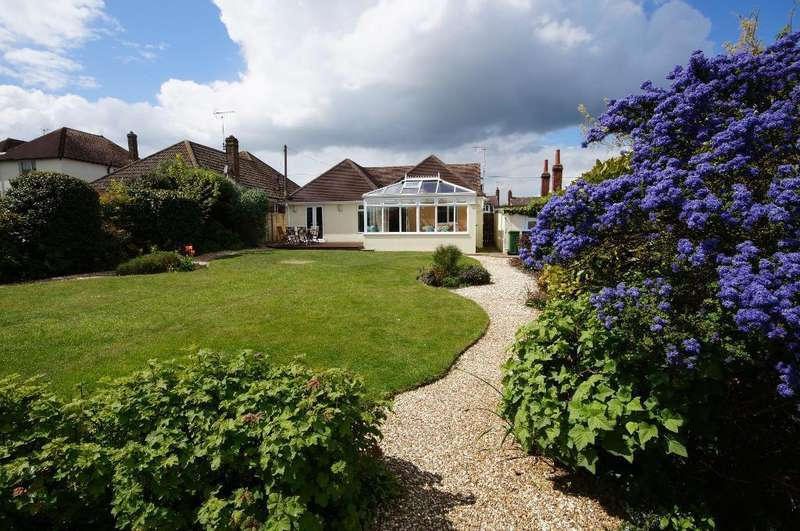 3 Bedrooms Bungalow for sale in Saxon Road, Steyning, West Sussex, BN44 3FP