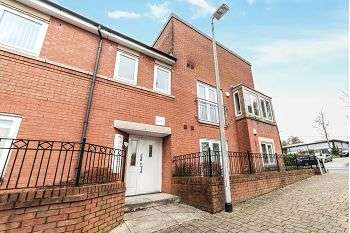 2 Bedrooms Apartment Flat for sale in Waverley Court, Oldham, OL1