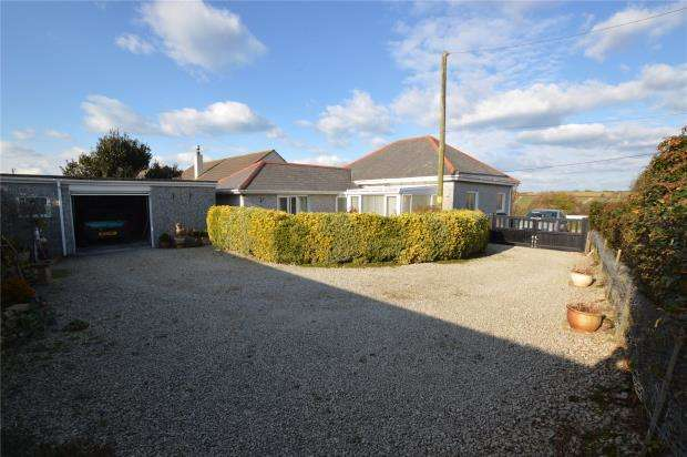 2 Bedrooms Detached Bungalow for sale in Mellanear Road, Hayle, Cornwall