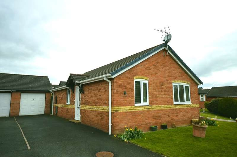 3 Bedrooms Detached Bungalow for sale in Fernhill Lane, Gobowen, Oswestry, SY11