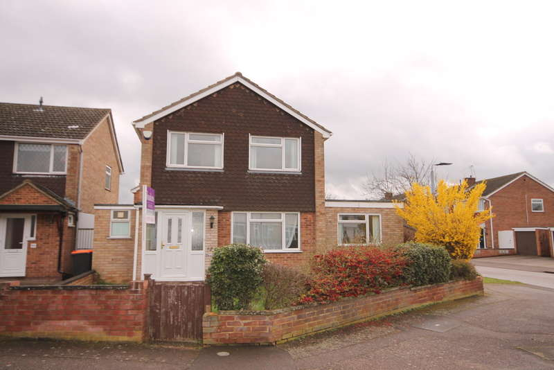 3 Bedrooms Detached House for sale in Kimble Drive, Goldington, MK41