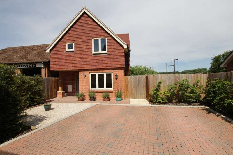 4 Bedrooms Detached House for sale in The Orchids, Lower Basildon, Reading, RG8