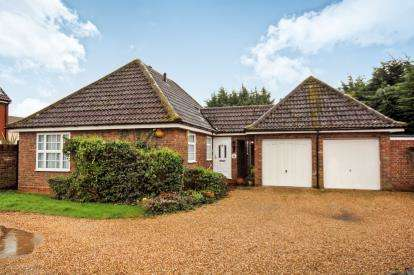 2 Bedrooms Bungalow for sale in South Woodham Ferrers, Chelmsford, Essex