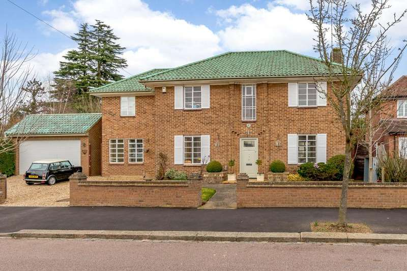 5 Bedrooms Detached House for sale in Devereux Drive, Watford, Hertfordshire, WD17