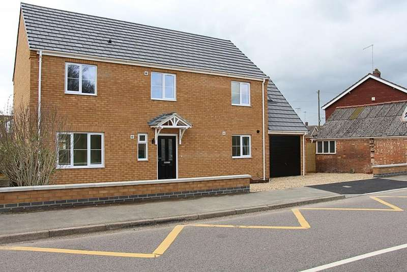 4 Bedrooms Detached House for sale in Hall Street, Crowland, Peterborough