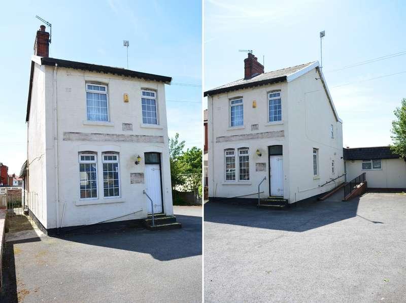 3 Bedrooms Detached House for sale in Vicarage Lane, Marton, Blackpool, FY4 4NG
