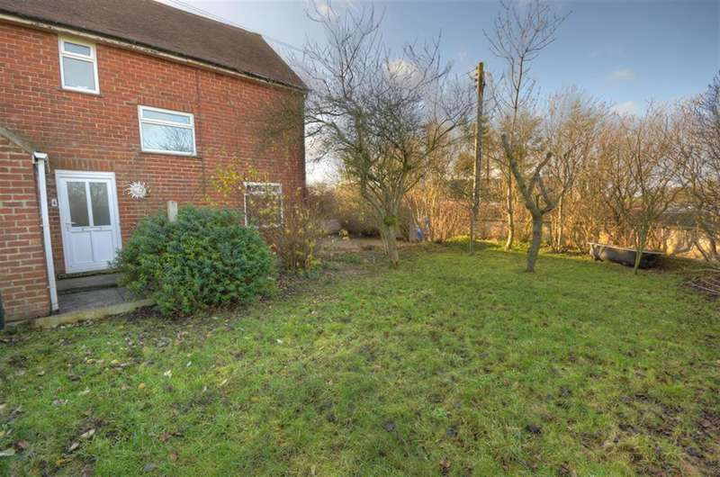 3 Bedrooms Semi Detached House for sale in Church Hill, Grindale, Bridlington, YO16 4YE