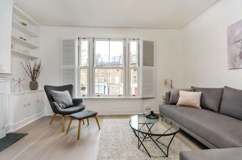 3 Bedrooms Maisonette Flat for sale in Battersea Rise, Between the Commons, SW11