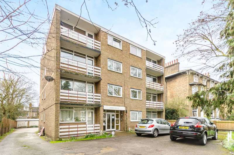 2 Bedrooms Flat for sale in Charlton Road, Blackheath, SE3