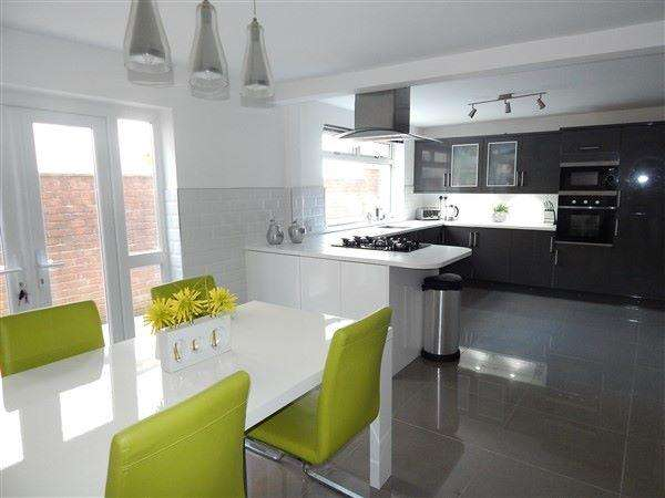 3 Bedrooms Semi Detached House for sale in Oak Street, Abertillery, NP13 1TG