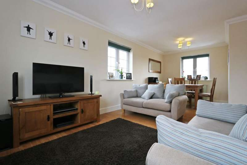 2 Bedrooms Apartment Flat for sale in Salisbury Close, Rayleigh, Essex