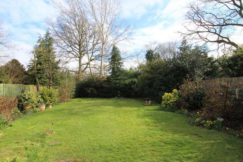3 Bedrooms Semi Detached House for sale in Foxcote, Finchampstead, Wokingham, RG40 3PE