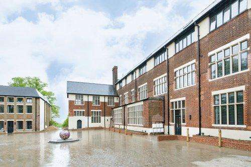 3 Bedrooms Flat for sale in Mill Heights, The Ridgeway, Mill Hill, NW7