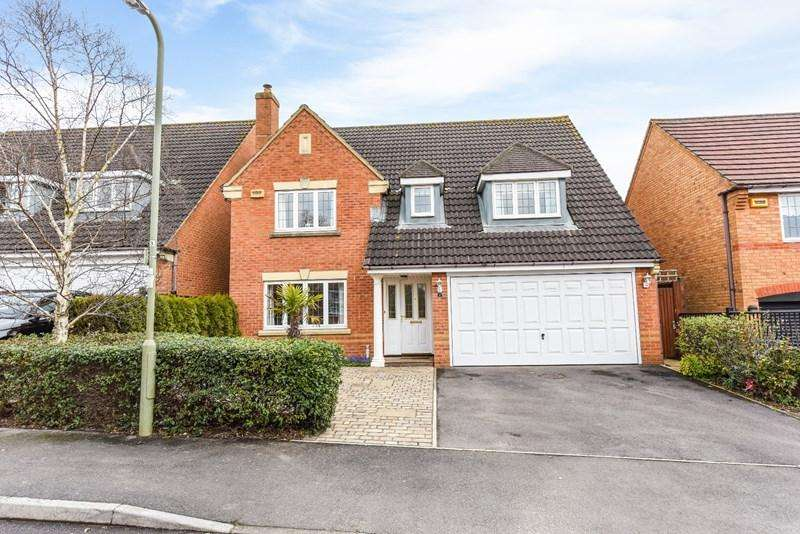 4 Bedrooms Detached House for sale in St Swithin Way, Andover