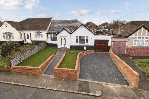 2 Bedrooms Bungalow for sale in Highfield Avenue, Northumberland Heath, DA8