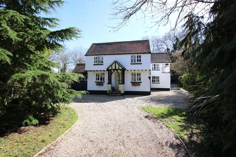 4 Bedrooms Country House Character Property for sale in Hawkwell - Period country home on circa one acre plot