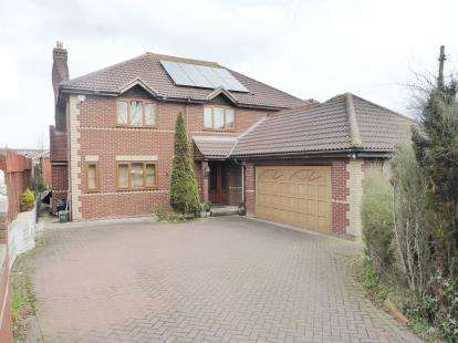 5 Bedrooms Detached House for sale in Canvey Island, Essex