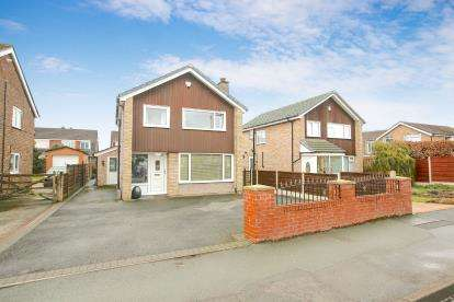 3 Bedrooms Detached House for sale in Lyndhurst Avenue, Hazel Grove, Stockport, Cheshire
