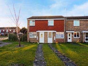 2 Bedrooms Terraced House for sale in Kingsley Road, Horley, Surrey