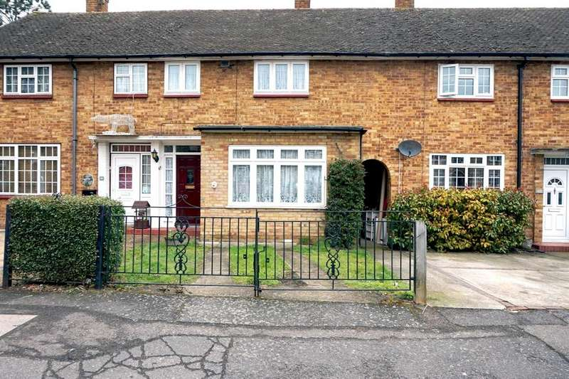2 Bedrooms Terraced House for sale in Taunton Road, Harold Hill, RM3