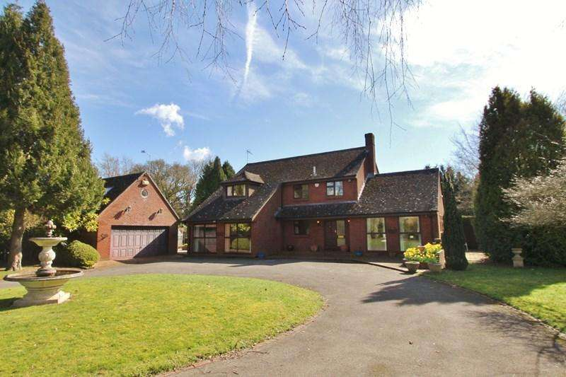 4 Bedrooms Country House Character Property for sale in Ringwood Road, Three Legged Cross, Wimborne