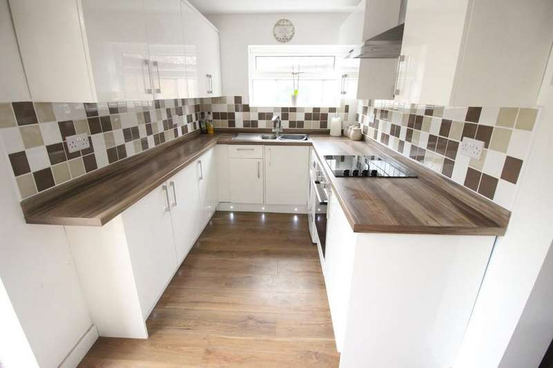 3 Bedrooms Semi Detached House for sale in Grasmere Close, Walton-le-dale