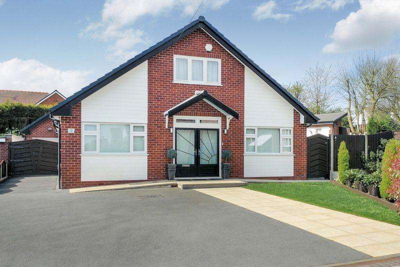 4 Bedrooms Detached House for sale in Turton Close, Bury